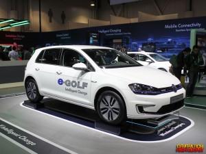 ces-2015-volkswagen-golf-wireless-charging